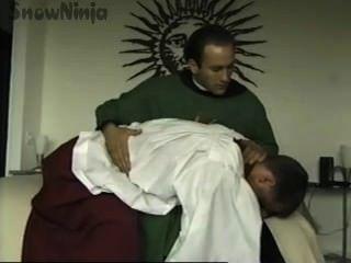 Tj cummings hombre del altar y roleplay del sacerdote y azote