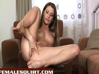 Chica caliente squirting gallonsof cum