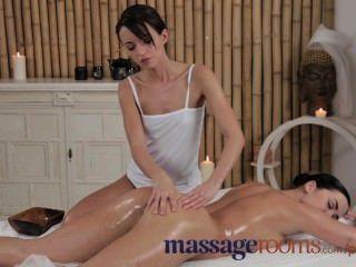 Salas de masaje empresa chica joven partes culata regordeta y vibrador con masajista