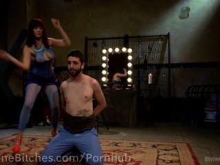 Pussyboy entrenado para chupar polla