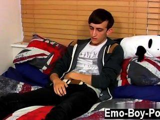 Twinks xxx 20 años de edad jake salvaje es un joven emo emo que está en el