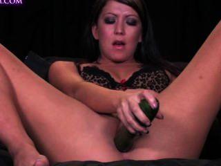 Antonia stokes y un pepino