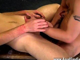 Película twink de aiden recibe un montón de castigo en este video también, teniendo