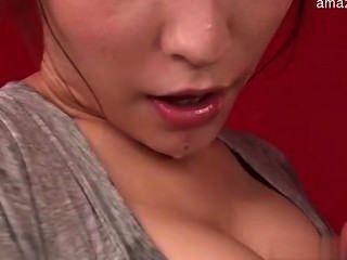 Mujer sexy amordazando