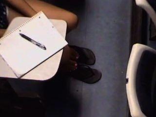 Chicas asiáticas universitarias chicas pies y piernas