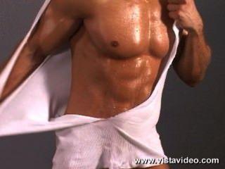 Zack vasquez busca sexy y caliente solo flexionando