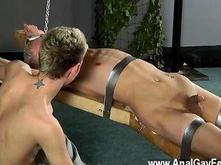 Increíble escena gay decano se cosquillas, cera derretida sobre su licitación