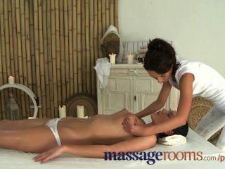 Salas de masaje nubile belleza adolescente con los senos gordos ama la tribuna lesbiana