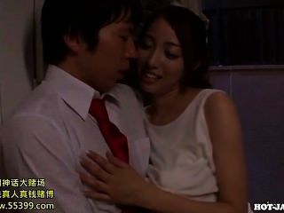 Chicas japonesas atacan a la chica de masaje jav en kitchen.avi
