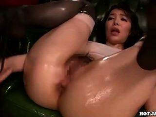 Chicas japonesas se masturban con la hermana seductora en bath room.avi
