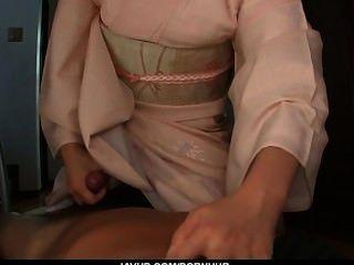 Teen marika da una mamada pov asiática y traga cum