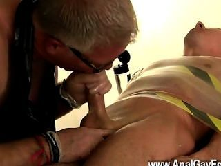 El porno gay kane le da leche y lo chupa, arregla su carne ginormous, entonces