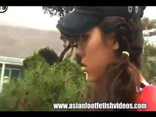 Adoración de pies asiáticos