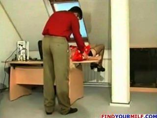 Milf ruso se enorgullece de su joven jefe