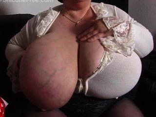 Abuelita con tetas gigantes