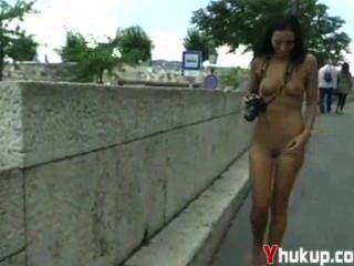 Yhukup loco babe bailey se divierte en público st