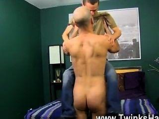 Gallo gay por suerte phillip sabe cómo agradecer a su papá mejor: