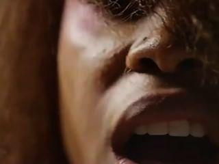 Erikah badu y lil sis buttnaked video clip