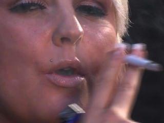 Simone toon fumar 3