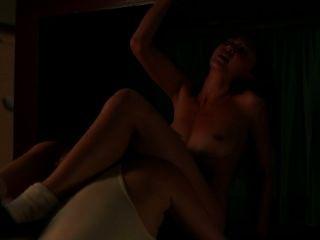 Kimiko glenn como arroyo soso en caliente escena de lesbiana de la prisión